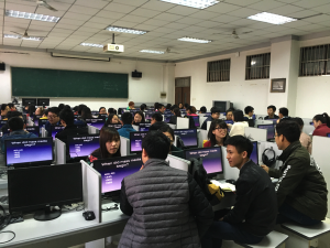 This English class of nearly 60 students at the Shaanxi University of Science & Technology has 1-to-1computers.]
